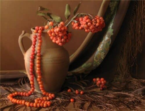 Немного о натюрмортах, ваза и рябиновые бусы