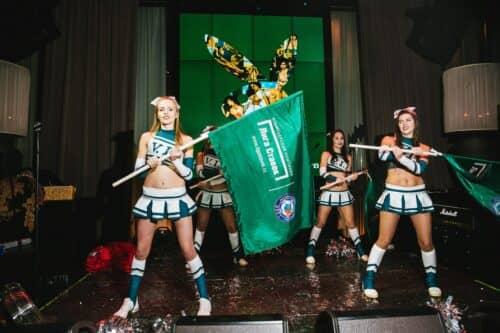 Девушки и Лига
